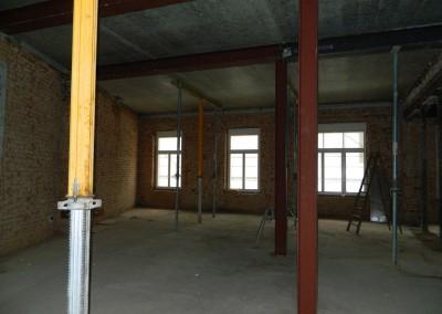 Ansicht der neu eingebauten Stahlbetondecke im I.OG