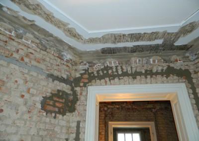 Nachverfugen und Ersetzen beschädigter Mauerziegel