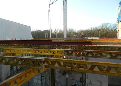 Stützenkonstruktion in Vorbereitung des Fußboden-/ Deckeneinbaus zwischen II.OG und III.OG