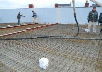 Komplettierung der Pumpenschläuche vor Beginn der Betonierarbeiten