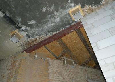 Eingebaute Öffnungen für die Steigleitungen und Fallrohre