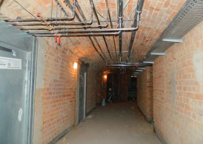 Komplettierung der Versorgungsleitungen im Kellermittelgang