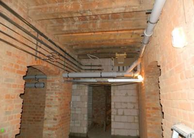 neue Ver- und Entsorgungsleitungen im Kellergeschoß