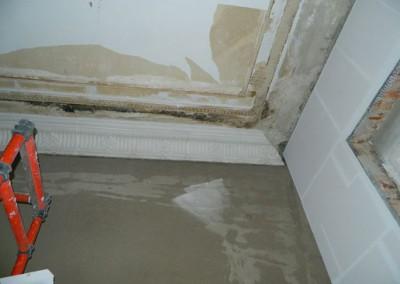 Erneuerung der Stuckkehle in einem Wohnraum