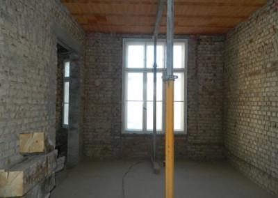 vorbereiteter Wohnraum für das Aufbringen des neuen Innenputzes