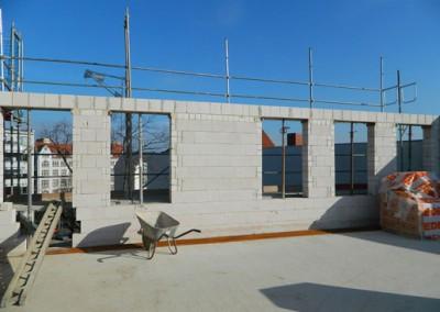 aufgemauerte neue Außenwand in hofseitiger Ausrichtung im Dachgeschoß