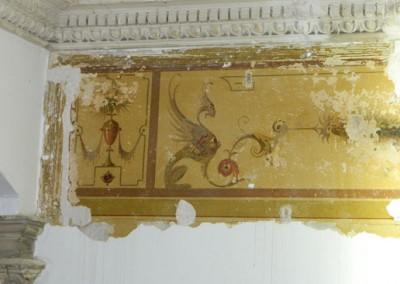teilweise freigelegte historische Wandmalerei im Entreé