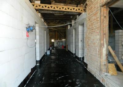 Unterbodenvorbereitung für die Abdichtungsarbeiten im Dachgeschoss