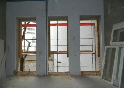 neue Durchbrüche für den Einbau der Balkontüren