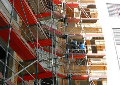 Arbeiten an den Balkontüröffnungen
