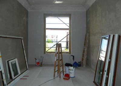 Einbau neuer Fenster in einem Wohnraum