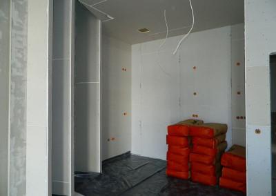 Vorbereitung einer Wohnküche vor Beginn des Einbaus der Fußbodenheizung