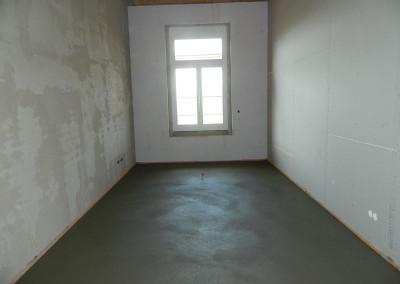 Wohnraum mit eingebautem Estrich und Feuchtigkeitsmessstelle