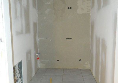 Verlegung der Fliesen in einer Apartmentküche
