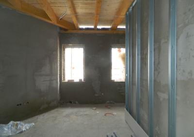 Wohnraum einer Dachgeschosswohnung mit neuem Innenputz