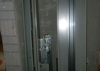 Bereitstellung der Aufzugsbauteile für den Einbau