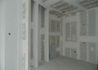Gespachtelte und geschliffene Wände in einer Wohnküche