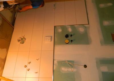 Weiterführende Fliesenarbeiten in einer Sanitärzelle