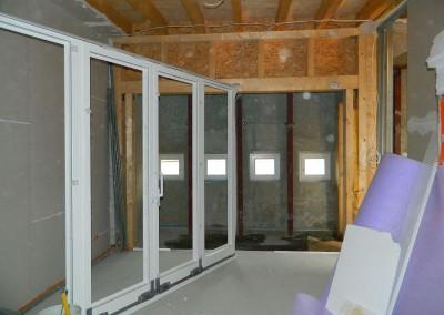 Beginn des Einbaus der Loggiafenster