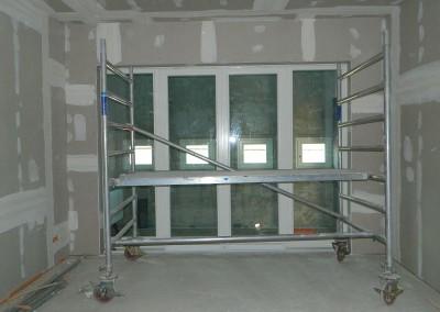 gespachtelter Trockenbau nach Einbau der Fenster