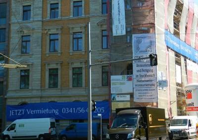 Teilabrüstung der Straßenfassade im Bereich des Rabensteinplatzes