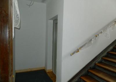 Zugänge zu den Aufzügen im Bereich der Treppenhauspodeste