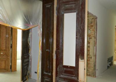 Einbau der aufgearbeiteten 2-flügeligen Zimmertüren