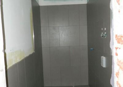 Fliesenarbeiten im Apartment im II. Obergeschoss