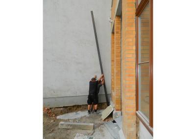 Aufstellen der Stützen für die erste Balkonlage