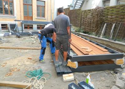 Vormontage der Balkonteile