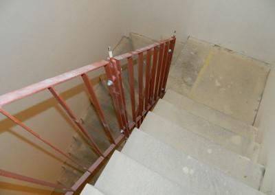 Geländeranbau im neu geschaffenen Treppenhaus im Rabensteinplatz