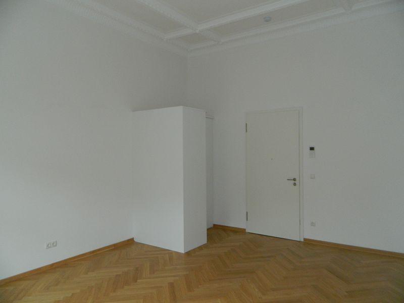 Einbauschranklösung im Wohnbereich der Apartmentwohnung