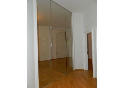 Glastrennwand zwischen Diele und Wohnküche nach Fertigstellung