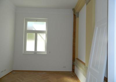 Ehemalige in den neu geschaffenen Wohnraum integrierte Außenfassade