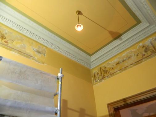 Restaurationsmalerei im Entreé