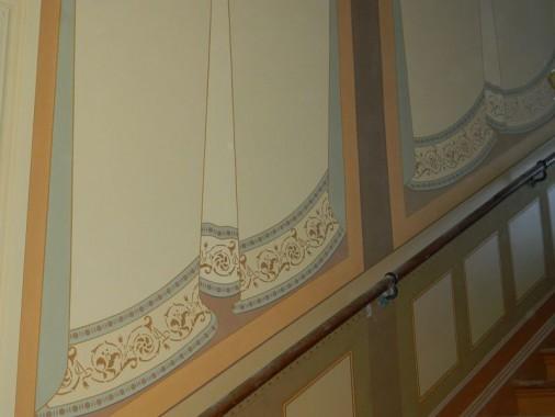 Abgeschlossene Wandmalerei im Treppenhaus