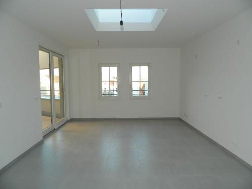 Küche einer Dachgeschosswohnung nach Fertigstellung