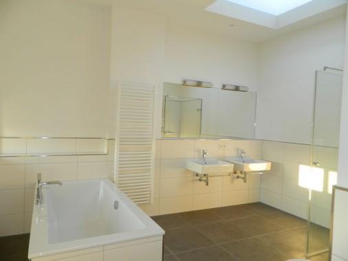 Hauptbad in einer Dachgeschosswohnung nach Fertigstellung