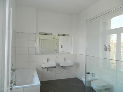 Hauptbad in einer Regelgeschosswohnung nach Fertigstellung