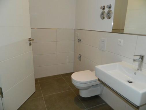 Gäste-WC mit Waschmaschinenanschluss
