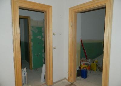 Neu eingesetzte Türzargen in einer Wohnung