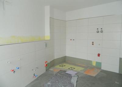 Weiterführende Fliesenarbeiten in einer Wohnung