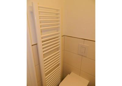Handtuchheizkörper in einem Bad