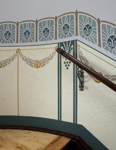 Restaurationsmalerei im Treppenhaus